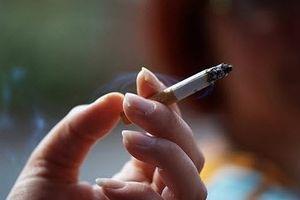 Diễn viên hút thuốc lá trên phim và sân khấu sẽ bị 'tuýt còi'