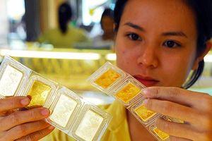 Dòng tiền lưỡng lự, chạy vào vàng hay USD?