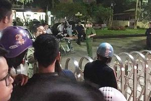 Giang hồ bắn nhau ngoài phố, truy sát vào tận bệnh viện