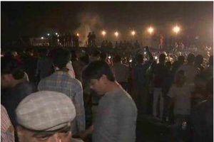 Tàu Ấn Độ cán đám đông mừng lễ hội, ít nhất 50 người thiệt mạng