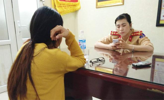 CSGT Hà Nội khuyên giải kịp thời người phụ nữ định nhảy cầu Long Biên