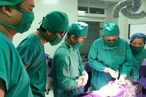 Bệnh nhi 1 giờ tuổi được 'đánh bay' khối u quái vùng cụt