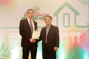 Vietnam Airlines ủng hộ Quỹ vì người nghèo 300 triệu đồng