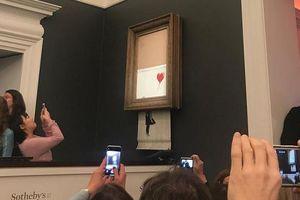 Sửng sốt bức tranh được đấu giá 1,4 triệu USD bỗng tự hủy ngay sau khi chốt giá