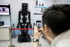 Khám phá robot giao thư, mua hàng và xây nhà ở Nhật Bản