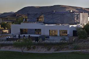 Ngôi nhà tuyệt đẹp mọc lên giữa mênh mông 'biển cát'