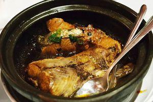 Business Insider: Cá kho tộ Việt nằm trong các món hải sản đáng thử