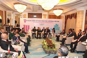 ADMM 12: ASEAN đẩy mạnh hợp tác quốc phòng với Mỹ, Trung Quốc