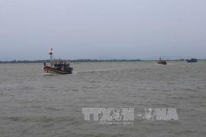 Cứu trợ thành công 5 thuyền viên gặp nạn trên vùng biển Quảng Bình