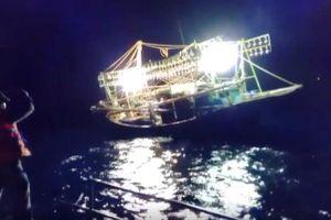 BĐBP Quảng Bình cứu thành công tàu và 5 ngư dân gặp nạn trên biển