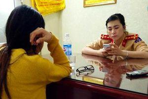 CSGT giải cứu một phụ nữ ôm con đòi nhảy cầu Long Biên vì giận chồng
