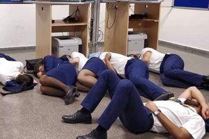 Lùm xùm chuyện 24 thành viên tổ bay Ryanair phải nằm đất