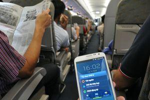 Vì sao cố gọi điện thoại trên tàu bay?