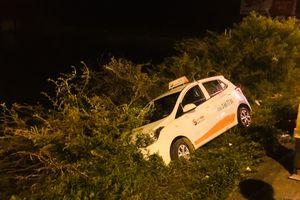Huế: Tài xế taxi thoát nạn sau cú đánh lái