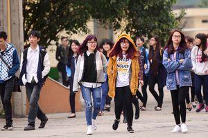 Trường Đại học lạ lùng ở Sài Gòn: Bắt đầu từ 6h sáng và kết lúc 22h10 khiến hàng nghìn sinh viên hoang mang