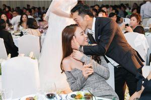Cường Đô La 'lỡ' tiết lộ thời gian tổ chức đám cưới với Đàm Thu Trang khi tám chuyện với bạn bè