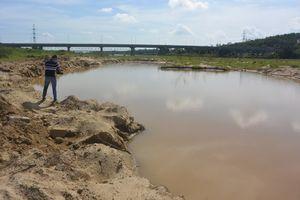 Quảng Nam: Ngang nhiên khai thác cát trái phép dưới chân cầu cao tốc