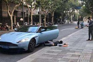 Trung Quốc: Cô gái bị phạt tiền vì chụp ảnh theo trào lưu 'ngã sấp mặt'