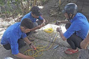 Đoàn viên thanh niên xã Thới Hưngtham gia đảm bảo an toàn giao thông