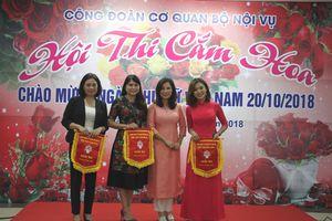 Hội thi cắm hoa chào mừng ngày Phụ nữ Việt Nam 20/10