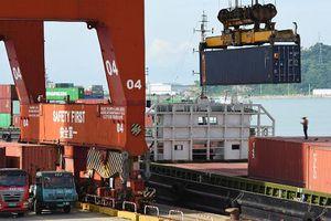 Tăng trưởng kinh tế của Trung Quốc 'ngấm đòn' chiến tranh thương mại