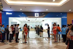 Cận cảnh gian trưng bày Bphone đầu tiên tại Hà Nội