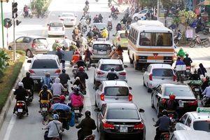 Ô tô chuyển làn không đúng quy định bị phạt thế nào?
