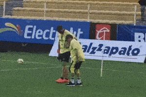 Diego Maradona mất hết sụn đầu gối, sẽ phải dùng chân giả