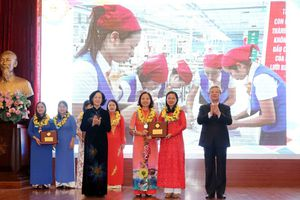Phụ nữ Việt Nam làm rạng danh đất nước
