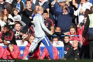 Mourinho suýt đánh nhau, M.U hòa đáng tiếc trước Chelsea