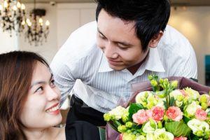 Muốn tặng hoa 20/10 nhưng lần nào vợ cũng từ chối