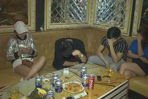 21 nam, nữ rủ nhau vào quán karaoke để chơi ma túy