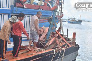Tàu cá của ngư dân bị tấn công ở Hoàng Sa