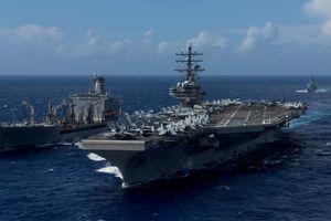 Trực thăng MH-60 Seahawk của Mỹ bị rơi trên boong tàu sân bay