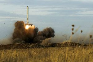 Mỹ tính rút khỏi hiệp ước kiểm soát vũ khí hạt nhân với Nga