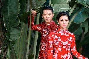 Thầy trò siêu mẫu Hồ Đức Vĩnh hoài cổ với áo dài thập niên 1960