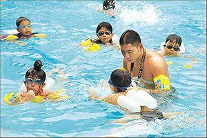 Dạy bơi miễn phí cho 10.000 thiếu nhi