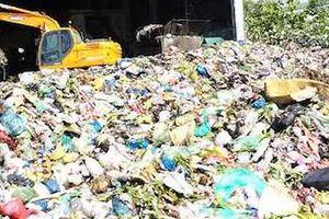 Bãi rác tạm trên rừng phòng hộ là sai