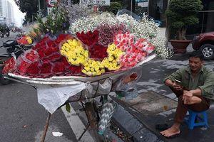 Thị trường 20/10: Nhiều hoa độc lạ, 'giá chát' vẫn 'cháy' hàng