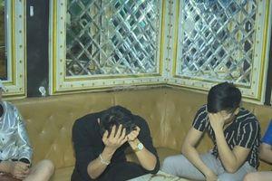 Phát hiện hàng chục nam nữ thanh niên 'bay, lắc' trong quán karaoke