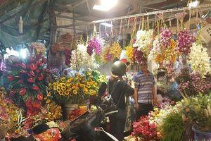 Chợ hoa lớn nhất TP.HCM cuối ngày 20/10 vẫn tấp nập