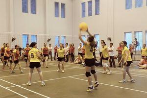 Uông Bí: Giải bóng chuyền hơi chào mừng Ngày Phụ nữ Việt Nam