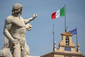 Vì sao Moody's bất ngờ đánh tụt bậc xếp hạng tín nhiệm Italy?