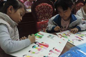 164 thiếu nhi huyện Gia Lâm thể hiện tài vẽ tranh