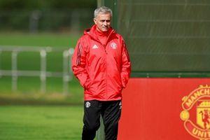 Mourinho tuyên bố không ăn mừng nếu Man Utd hạ Chelsea