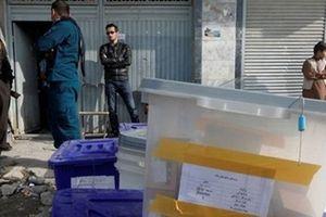 Nổ liên tục làm rung chuyển các trung tâm bầu cử ở Afghanistan