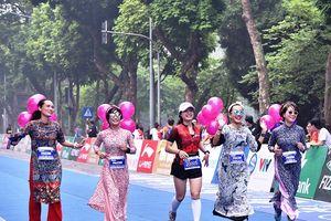 Hơn 2.600 VĐV hoàn thành giải marathon quốc tế Di sản Hà Nội
