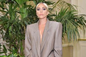 Lady Gaga ấn tượng nhất tuần với trang phục mang thông điệp nữ quyền
