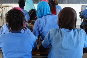 Nữ sinh Senegal bị giáo viên gạ tình đổi điểm, lạm dụng nhiều năm