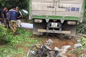 Thương tâm hai vợ chồng bị xe tải mất lái cán tử vong trong sân nhà
